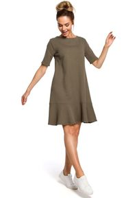 MOE - Dresowa trapezowa sukienka mini z dekoltem na plecach. Materiał: dresówka. Typ sukienki: trapezowe. Długość: mini