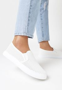Born2be - Białe Półbuty Saliophai. Nosek buta: okrągły. Zapięcie: bez zapięcia. Kolor: biały. Materiał: skóra ekologiczna. Wzór: ażurowy, aplikacja. Styl: klasyczny