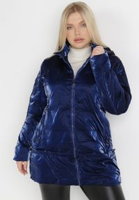 Born2be - Granatowa Kurtka Nellinis. Typ kołnierza: kołnierzyk stójkowy. Kolekcja: plus size. Kolor: niebieski