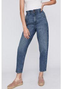 Niebieskie jeansy medicine z podwyższonym stanem