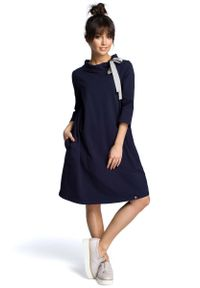 MOE - Granatowa Luźna Sukienka z Wiązaniem przy Dekolcie. Kolor: niebieski. Materiał: bawełna, elastan