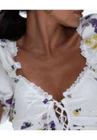 LOVE & ROSE - Wiązany top Endless Lace UP. Kolor: biały. Materiał: jeans, bawełna. Wzór: kwiaty, aplikacja