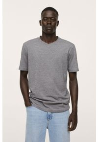 Mango Man - T-shirt Chelsea. Okazja: na co dzień. Kolor: szary. Materiał: dzianina. Wzór: gładki. Styl: casual