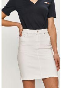 TOMMY HILFIGER - Tommy Hilfiger - Spódnica jeansowa. Okazja: na co dzień. Stan: podwyższony. Kolor: biały. Materiał: jeans. Styl: casual