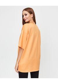 CHAOS BY MARTA BOLIGLOVA - Bawełniany t-shirt z logo. Kolor: pomarańczowy. Materiał: bawełna. Styl: elegancki