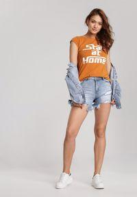 Renee - Camelowy T-shirt Loraisea. Materiał: dzianina. Długość rękawa: krótki rękaw. Długość: krótkie. Wzór: napisy, nadruk
