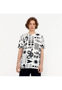 House - Koszulka z nadrukiem all over - Kremowy. Kolor: kremowy. Wzór: nadruk