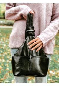 DAN-A T65A czarny plecak skórzany damski. Kolor: czarny. Materiał: skóra. Styl: sportowy