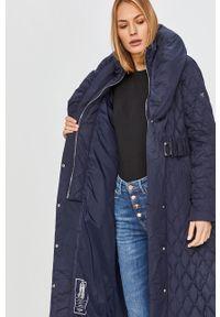 Niebieska kurtka Guess Jeans z kapturem