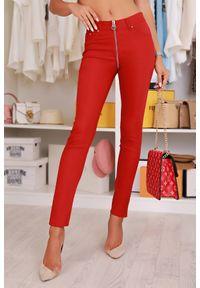 Czerwone spodnie IVET w kolorowe wzory, z podwyższonym stanem