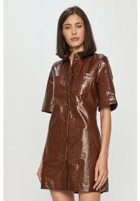 Samsoe & Samsoe - Samsoe Samsoe - Sukienka. Kolor: brązowy. Materiał: skóra. Długość rękawa: krótki rękaw. Typ sukienki: rozkloszowane