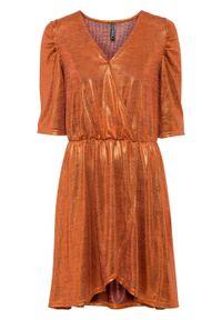 Sukienka z brokatowym połyskiem i założeniem kopertowym bonprix czerwony miedziany metaliczny. Kolor: pomarańczowy. Typ sukienki: kopertowe
