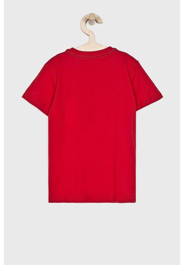 Czerwony t-shirt Guess Jeans na co dzień, casualowy, z nadrukiem, z okrągłym kołnierzem