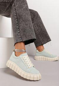 Renee - Miętowe Sneakersy Hiardixa. Kolor: zielony