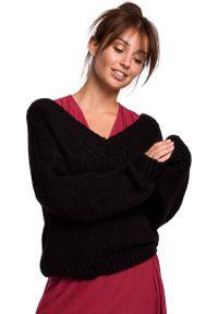 MOE - Czarny Klasyczny Sweter z Dekoltem V z Przodu i na Plecach. Kolor: czarny. Materiał: wełna, nylon, akryl. Styl: klasyczny