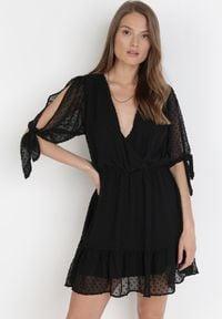 Born2be - Czarna Sukienka Thyxypso. Kolor: czarny