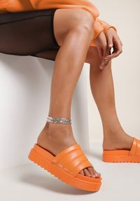 Renee - Pomarańczowe Klapki Noeris. Nosek buta: okrągły. Kolor: pomarańczowy. Materiał: guma. Wzór: aplikacja. Obcas: na platformie