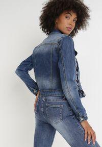 Born2be - Niebieska Kurtka Jeansowa Eveis. Kolor: niebieski. Materiał: jeans. Długość rękawa: długi rękaw. Długość: krótkie