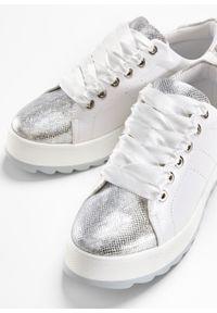 Białe buty sportowe bonprix na sznurówki, na platformie