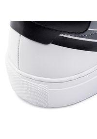 Białe sneakersy Kazar z paskami, z cholewką, w paski