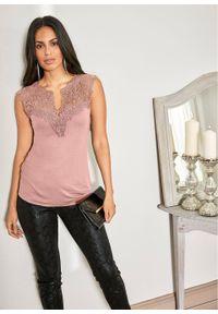 Shirt z koronką bonprix kolor drzewa różanego. Kolor: różowy. Materiał: koronka. Długość rękawa: bez rękawów. Wzór: koronka