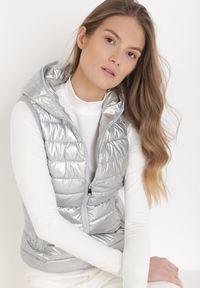 Born2be - Srebrna Kamizelka Orphyse. Kolor: srebrny. Materiał: dresówka. Długość rękawa: długi rękaw
