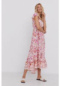 Answear Lab - Sukienka. Kolor: różowy. Materiał: tkanina. Długość rękawa: krótki rękaw. Typ sukienki: rozkloszowane. Styl: wakacyjny