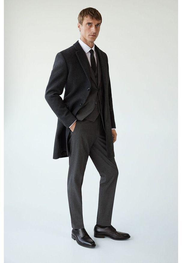 Szary płaszcz Mango Man klasyczny, z klasycznym kołnierzykiem