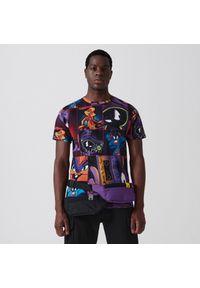 Cropp - Koszulka z nadrukiem all over Space Jam - Fioletowy. Kolor: fioletowy. Wzór: nadruk