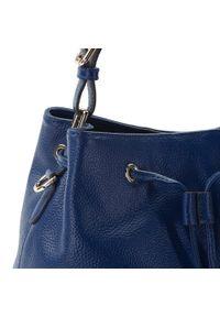 Niebieska torebka worek Wittchen z aplikacjami, z frędzlami