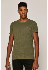 Oliwkowy t-shirt medicine z okrągłym kołnierzem