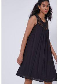 medicine - Medicine - Sukienka Essential. Okazja: na co dzień. Kolor: czarny. Materiał: tkanina, koronka. Wzór: gładki. Typ sukienki: proste. Styl: casual