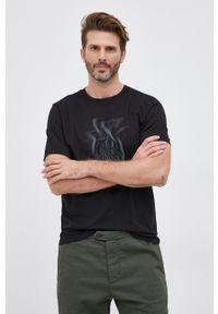 C.P. Company - T-shirt bawełniany. Okazja: na co dzień. Kolor: czarny. Materiał: bawełna. Wzór: nadruk. Styl: casual