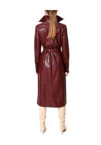 AGGI - Bordowa sukienka ze skóry Alexandra. Kolor: brązowy. Materiał: skóra. Długość rękawa: długi rękaw. Sezon: lato. Typ sukienki: rozkloszowane, szmizjerki, trapezowe. Długość: midi