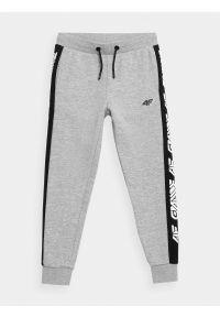 4f - Spodnie dresowe joggery chłopięce. Kolor: szary. Materiał: dresówka