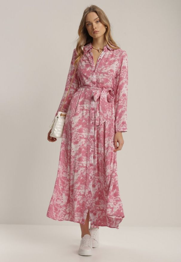 Renee - Ciemnoróżowa Sukienka Silelphise. Kolor: różowy. Materiał: materiał. Długość rękawa: długi rękaw. Typ sukienki: koszulowe. Długość: maxi