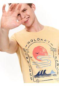 Żółty t-shirt TOP SECRET wakacyjny, krótki, z krótkim rękawem, z nadrukiem