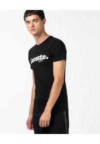 Lacoste - LACOSTE - Czarny t-shirt z nadrukiem logo. Kolor: czarny. Materiał: bawełna, jeans. Wzór: nadruk. Styl: sportowy, klasyczny