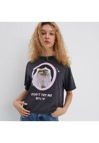 Szary t-shirt House z nadrukiem