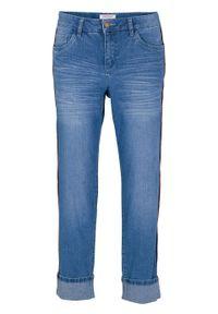 Dżinsy BOYFRIEND 7/8 z kontrastową szczypanką bonprix jasnoniebieski. Kolor: niebieski
