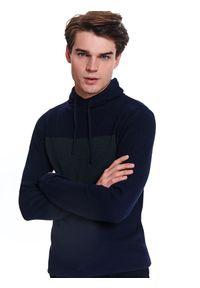 Niebieski sweter TOP SECRET casualowy, na co dzień, w kolorowe wzory, z golfem