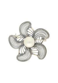 Biała broszka z perłą, z aplikacjami, srebrna