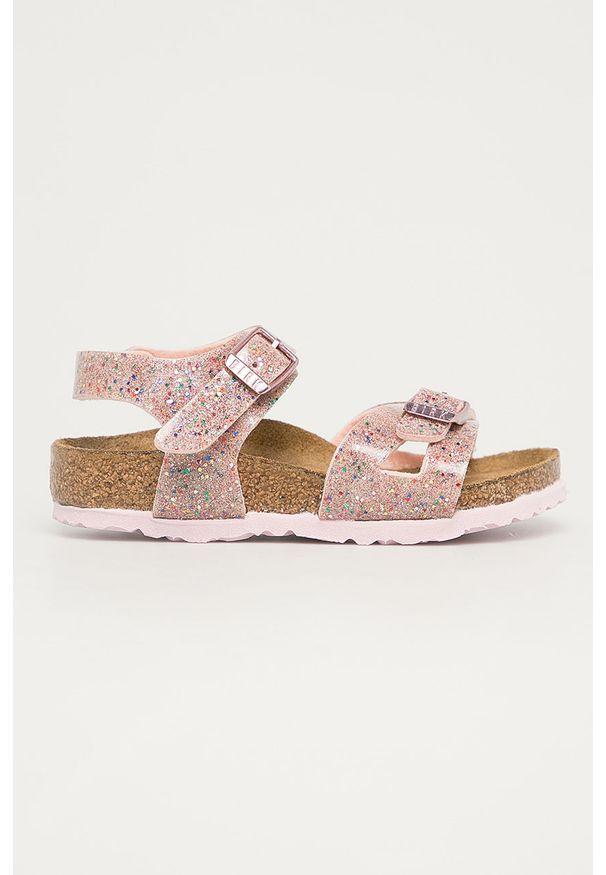Różowe sandały Birkenstock na klamry
