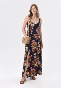 Born2be - Granatowa Sukienka Eirevianna. Kolor: niebieski. Materiał: koronka. Długość rękawa: na ramiączkach. Wzór: kwiaty