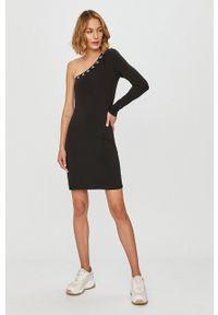 Calvin Klein Jeans - Sukienka. Kolor: czarny. Materiał: dzianina. Wzór: aplikacja. Typ sukienki: dopasowane