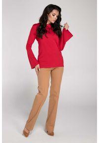 Nommo - Czerwona Elegancka Bluzka z Rozkloszowanym Rękawem. Kolor: czerwony. Materiał: wiskoza, poliester. Styl: elegancki