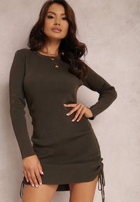 Renee - Ciemnozielona Sukienka Haidiala. Kolor: zielony. Materiał: dzianina, skóra, prążkowany. Długość rękawa: długi rękaw. Wzór: jednolity. Styl: klasyczny. Długość: mini