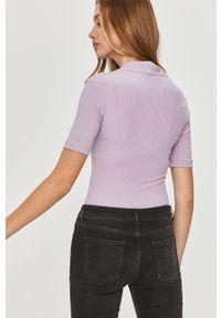 Fioletowa bluzka Answear Lab krótka, na co dzień, wakacyjna, z krótkim rękawem