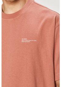 Dr. Denim - T-shirt. Kolor: różowy. Materiał: denim. Wzór: nadruk
