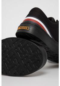 TOMMY HILFIGER - Tommy Hilfiger - Tenisówki. Nosek buta: okrągły. Zapięcie: sznurówki. Kolor: czarny. Materiał: guma, poliester